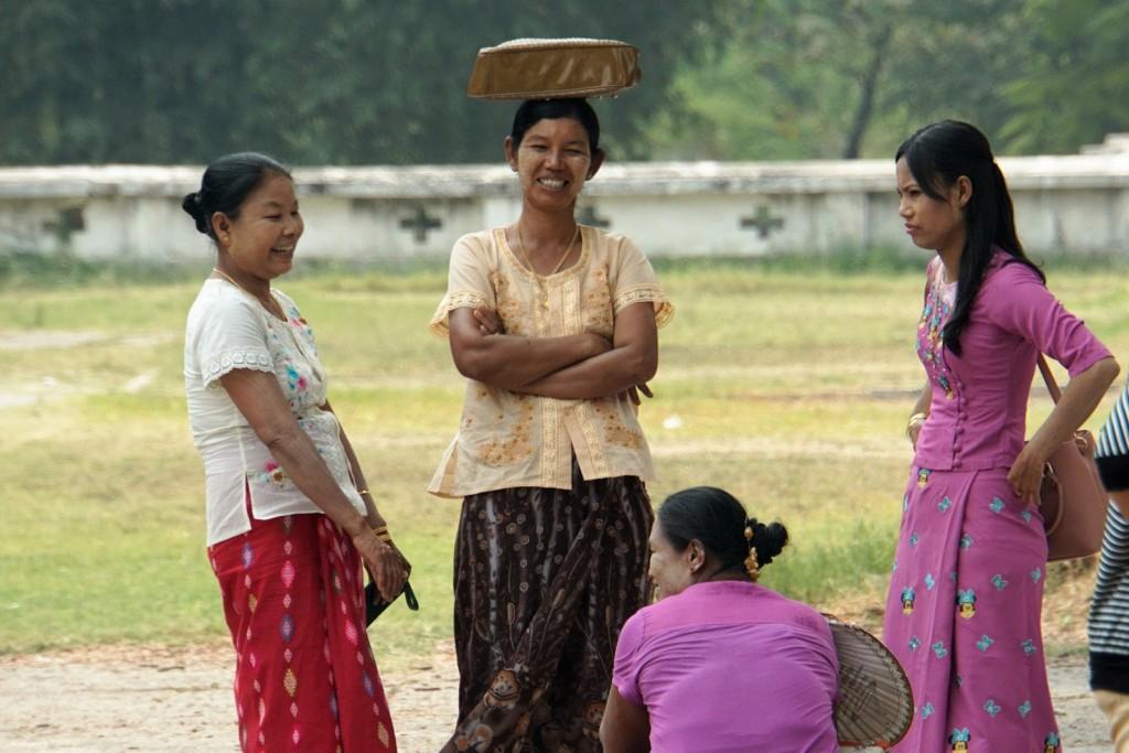 Frauen im Mandalay Palast