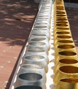 Spendenschalen - Jede Schale entspricht einer Fläche auf der Fußsohle Buddhas