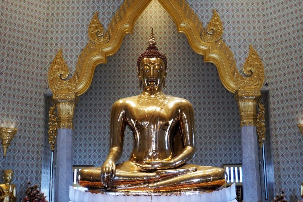 Der goldene Buddha im Wat Traimit - mehr als 3 Meter hoch, 5,5 Tonnen Gold