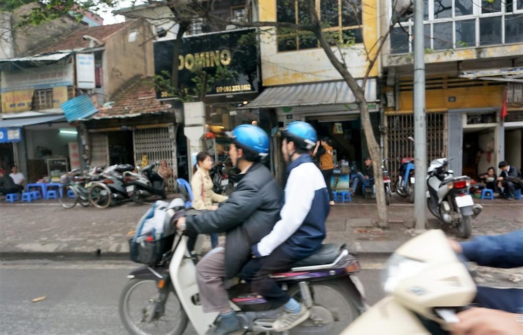 Globalisierungsstühle, in Vietnam wird auch gern das Hockermodell genommen