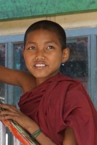 12jähriger Schüler in der Klosterschule in Sagaing